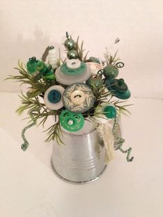 Primitive~Vintage~Cottage Chic Button Bokay boquet Fun Crafts To Do, Cute Crafts, Creative Crafts, Diy And Crafts, Crafts For Kids, Button Bouquet, Button Flowers, Button Art, Button Crafts