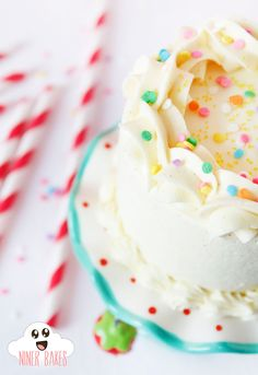 {Heavenly} Fluffy Vanilla – Cookie Dough – Layer Cake with mouthwatering Vanilla Frosting   niner bakes