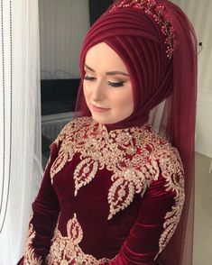 Gelinlere Kolaylık Hazır There are different rumors about the real history of the wedding dress; tesettür First Narration; Hijabi Wedding, Muslimah Wedding Dress, Hijab Wedding Dresses, Bridal Hijab, Hijab Bride, Hijab Makeup, Simple Hijab, Turban Hijab, Easy Makeup Tutorial