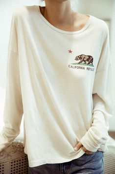 Brandy Melville Samantha CA Bear Top, this looks so comfy. Would be nice for summer nights Mode Style, Style Me, Coast Dress, Teen Fashion, Womens Fashion, Vogue, Brandy Melville, Passion For Fashion, Autumn Winter Fashion