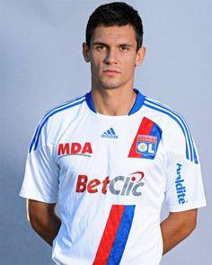 Croatina football Dejan Lovren after Dinamo Zagreb and Lyon sign for Southampton. Dejan Lovren, Southampton, Lyon, Soccer, Football, Sports, Beauty, Hs Sports, Futbol