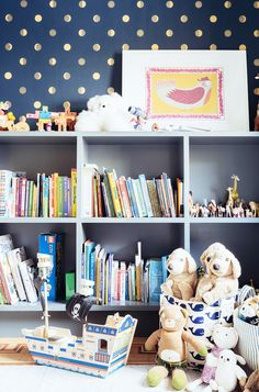 Open shelving and polka dot wall paper for this chic kid's room // Photo c/o onefinestay Girl Room, Girls Bedroom, Bedroom Ideas, Nursery Ideas, Playroom Storage, Toy Storage, Small Playroom, Playroom Decor, Playroom Ideas