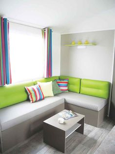 NIRVANA TRIO : donnez un coup de boost à votre #décoration intérieure en pariant sur un vert tonifiant #salon mobilhome #mobilhomerideau