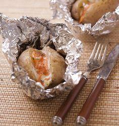Pommes de terre en robe des champs au saumon fumé - les meilleures recettes de cuisine dÔdélices