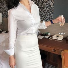 White Business Dress, Business Dresses, Modern Outfits, Classy Outfits, White Shirt Outfits, White Shirts Women, Retro Mode, Spring Work Outfits, Blouse And Skirt