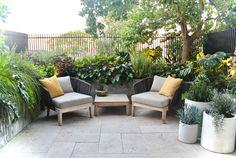backyard design – Gardening Tips Backyard, Patio, Outdoor Furniture Sets, Outdoor Decor, Back Gardens, Go Green, Exterior Design, Gardening Tips, Outdoor Living
