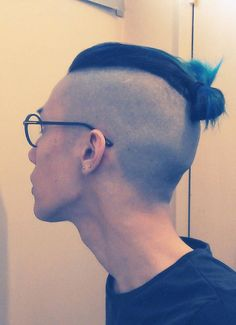Top Knot Hairstyles have gained immense popularity due to its versatility. The Undercut Top Knot is the main type of top knots in our list. Check 2 ways to style for undercut top knot. Man Bun Undercut, Shaved Undercut, Undercut Styles, Undercut Women, Haircut Styles, Beard Styles For Men, Hair And Beard Styles, Short Hair Styles, Pompadour Hairstyle