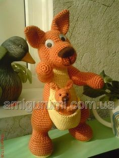 amigurumi kangaroo free crochet pattern in russian Cute Crochet, Crochet For Kids, Crochet Crafts, Crochet Projects, Knit Crochet, Crochet Animal Patterns, Stuffed Animal Patterns, Crochet Animals, Knitting Patterns