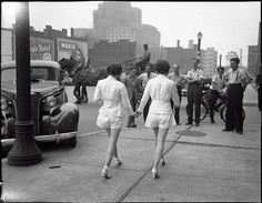 Duas mulheres mostram pernas descobertas pela primeira vez em público. Toronto de 1937