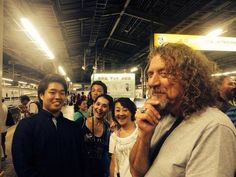 Robert Plant photographed in Tokyo last weekend with some Japanese fans (August 2014)