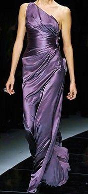 Versace Spring 2009 Ready-to-Wear Fashion Show - Anna Jagodzinska Versace Fashion, Versace Dress, Runway Fashion, Fashion Trends, Beauty And Fashion, Purple Fashion, Unique Fashion, Fashion Women, Donatella Versace