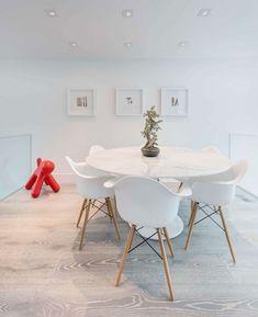 meubles salle à manger table ronde blanche avec chaises pieds en bois