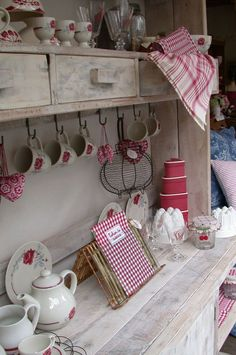 French Kitchen Decor, Vintage Kitchen Decor, Country Kitchen, Red Cottage, Cottage Style, Country Interior, Chalk Paint Furniture, French Country Decorating, Farmhouse Chic