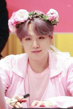 This is a Community where everyone can express their love for the Kpop group BTS Bts Suga, Bts Kim, Min Yoongi Bts, Bts Bangtan Boy, Bts Boys, Taehyung, Namjoon, Hoseok, Foto Bts