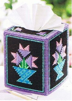 Plastic Canvas Flowers Free Patterns | QUILTS & FLOWERS Tissue Box Cover - Plastic Canvas PATTERN