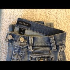 """White House Black Market jeans 0 R Flare denim in 0R from WHBM measures approx 28"""" waist, 8"""" waist, 33"""" inseam. Fabric 98 cotton, 2 spandex, EUC! White House Black Market Jeans"""