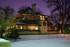 Frank Lloyd Wright's Hills-DeCaro House: Oak Park, Illinois by clarkmaxwell, via Flickrhappy