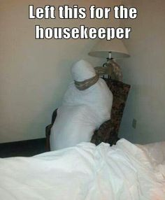 Left this for the house keeper - FunSubstance Good Pranks, Funny Pranks, Funny Jokes, Hilarious, Funny Captions, Hotel Humor, Funny Images, Funny Pictures, Funny Cute