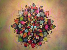 Le street-artist français SupaKitch signe la nouvelle bouteille Vitaminwater Sun+Shine avec un superbe Mandala, symbole du bien être et de la méditation. Le soleil est là !