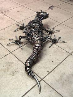 Tomas Vitanovsky est un sculpteur tchèque qui fait du recyclage de pièces d'autos et de motos en sculptures d'animaux steampunk.