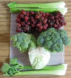 Red Grape Green Juice Recipe  4 cups Red Grapes 4 stalks Celery 2 heads Broccoli 1/3 head Green Cabbage