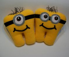 I want a minion tooth! Tooth Pillow, Tooth Fairy Pillow, Fairy Crafts, Felt Crafts, Sewing Crafts, Sewing Projects, Craft Projects, Craft Show Ideas, Felt Ornaments
