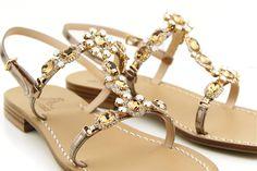 icona di stile ed eleganza, must di tutte le estati, a fare la differenza sarà tu! Dea Sandals Capri sandali capresi fatti a mano su misura.