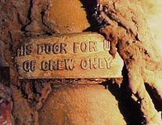 L'épave du Titanic/ Une plaque retrouvée sur l'une des portes réservée à l'équipage