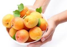 Diabeticii au restricții severe în ceea ce privește alegerea fructelor și legumelor pentru dieta zilnică. Fructele dulci, bogate în zaharuri și legumele care conțin amidon pot crește nivelul de zahăr din sânge și crea hiperglicemie.