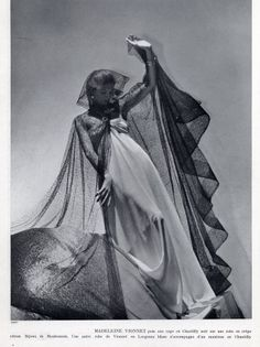 Madeleine Vionnet 1937 Photo Horst, Lace Evening Gown More Vintage Goth, Vintage Couture, Vintage Glamour, Vintage Vogue, Vintage Tags, Vintage Ideas, Vintage Girls, Vintage Style, Madeleine Vionnet