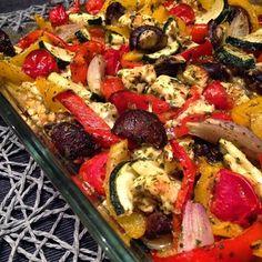 Rezept: Ofengemüse mit Schafskäse und Zitronen-Kräuter-Dipp