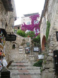 Shop in a medieval market (Eze, France) - check!