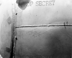 [Photo] 'A second kiss for Hirohito' message on the side of 'Fat Man' bomb by Rear Admiral W. Purnell while the bomb was in Tinian, Mariana Islands, Aug 1945 Nagasaki, Hiroshima, Us History, American History, Tinian Island, Creepy Movies, Ww2 Photos, Photographs, History