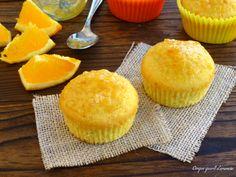 Icupcakes all'aranciasono dei morbidi dolcetti, profumatissimi e golosi, che si preparano davvero facilmente e che contengono tutta l'arancia...dalla pol