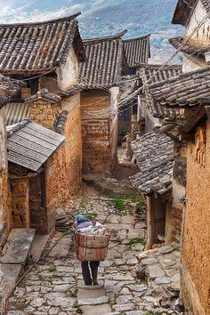 Market day in Lushi village, Yunnan, China