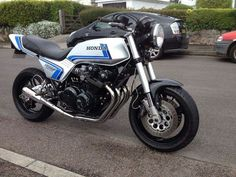 Cb550 Cafe Racer, Cafe Racer Moto, Cafe Racers, Honda Bikes, Honda Motorcycles, Yamaha Rx100, Bike Builder, Classic Bikes, Super Bikes