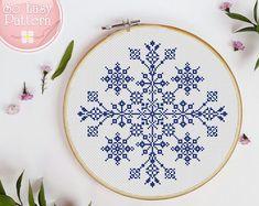 Snowman Cross Stitch Pattern, Cross Stitch Tree, Cross Stitch Fabric, Simple Cross Stitch, Easy Cross, Cross Stitch Cards, Cross Stitching, Modern Cross Stitch Patterns, Cross Stitch Designs