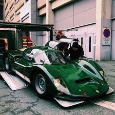 Ex-Targa Florio 1966 Porsche 906 - rare color. Porsche Classic, Classic Cars, Porsche Girl, Porsche F1, Modified Cars, Car In The World, Car Photos, Amazing Cars, Hot Cars