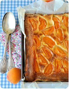 Un délice...La recette de far est parfaite (c'est une bretonne qui le dit), et les abricots apportent une touche de fraîcheur, de douce acidité et d'originalité (franchement meilleure qu'avec des pommes ou des pruneaux...en même temps je n'aime pas les...