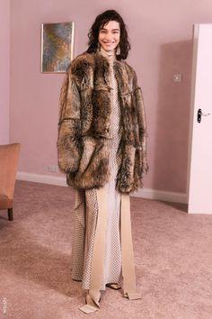 Stella McCartney Pre-Fall 2017 Collection Photos - Vogue Mantel b928e0fae4537
