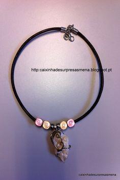 leather necklace (12€), http://caixinhadesurpresasmena.blogspot.pt/ ou no facebook:  https://www.facebook.com/pages/Caixinha-de-Surpresas-da-Mena/172645626107048?fref=tsFio de couro com pedra e pérolas