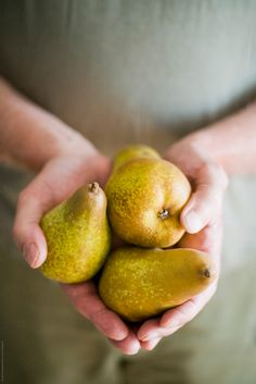 man holding three pears in his hands in front of his body Web Design, Fruit Photography, Pear Trees, Mindful Eating, Eating Plans, Fruits And Vegetables, Healthy Drinks, Farmers Market, Hands