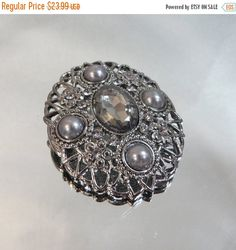 This #vintage Victorian Revival brooch is just beautiful.  It features an oval gunmetal gray filigree brooch with faux marcasite flowers with four gray faux half pearls.  Th... #ecochic #etsy #jewelry #jewellery #holiday2014etfs