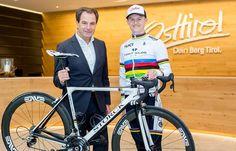 07.10.2016 - Franz Theurl verabschiedet Felix Gall zur Rad-WM - Lienz http://ift.tt/2dF9JwD #brunnerimages