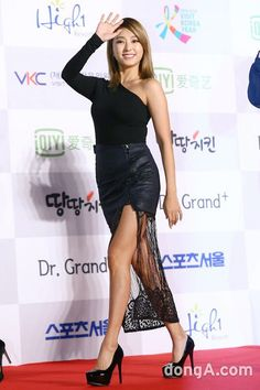 One Sleeve Top Fashion Event of Yoon Bora Yoon Bora, Sistar, The Beatles, Korea, Long Sleeve, Kpop, Woman, Fashion, Moda