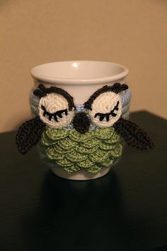 crochet Owl Mug Cozy, coffee cup cozy , crochet cup sleeve on Etsy, Cute! Crochet Coffee Cozy, Coffee Cup Cozy, Crochet Cozy, Crochet Owls, Cute Crochet, Crochet Crafts, Yarn Crafts, Crochet Projects, Crochet Patterns