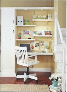 cute office in a tiny space. I like the lights on the top shelf and the shelf orientation.