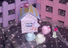 Casinha caixinha em scrap festa passarinho. Um mimo para sua festa, decoração de mesa, lembrancinha. Uma casinha de papel em scrap + 1 fofo sabonetinho modelo passarinho. Diversas cores de sabonete: rosa, amarelo, lilás, azul, verde, branco, marrom, laranja... Aroma a escolher. A casinha tb poderá der produzida nas cores da sua festa. Mínimo 20 caixinhas. R$ 6,50