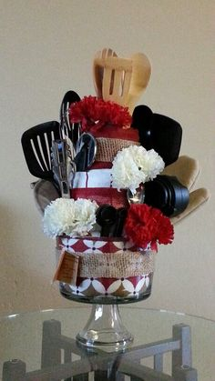 Kitchen utensils gift basket towel cakes ideas for 2019 Diy Wedding Gifts, Wedding Shower Gifts, Bridal Gifts, Kitchen Wedding Gifts, Wedding Favors, Diy Gift Baskets, Raffle Baskets, Kitchen Gift Baskets, Kitchen Towel Cakes