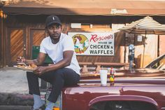 Behind-The-Scenes Photos Prove Kendrick Lamar Is The Hardest Working Artist Alive Best Restaurants Los Angeles, Master Shifu, Kung Fu Kenny, Beyonce Beyhive, Aesthetic Indie, Michael Ealy, Ll Cool J, J Cole, American Rappers